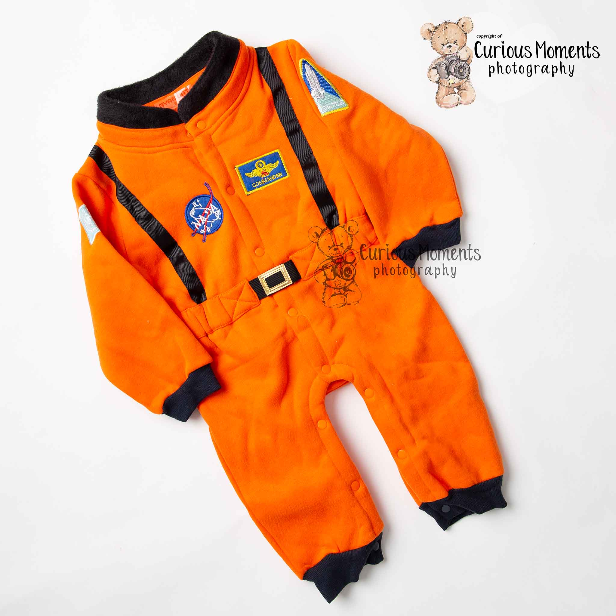 Astronaut outfit for space them cake smash